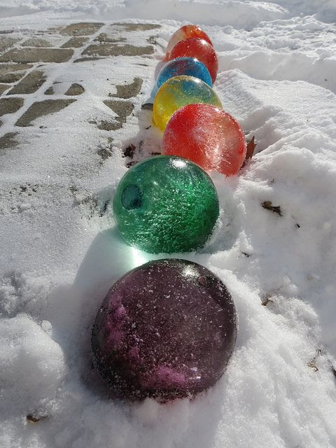 Fill balloons with water and add food coloring, once frozen cut the balloons off & they look like giant marbles. This is awesome!!!
