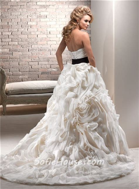 Luxury Ball Gown Sweetheart Cream Ivory Organza Layered