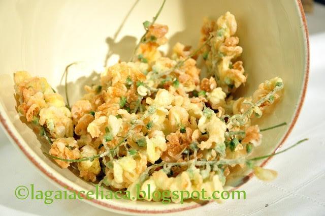 fiori di acacia fritti