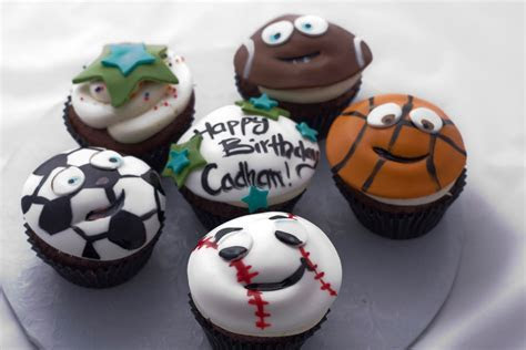 The Crimson Cake Blog: Sports Happy Face Cupcakes