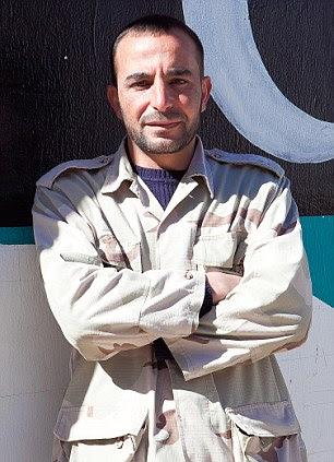 """El comandante Mohamed al-Deaka dijo el abuso por parte de sus hombres: """"Sí, sucede aquí, pero está en todas partes en Libia"""""""
