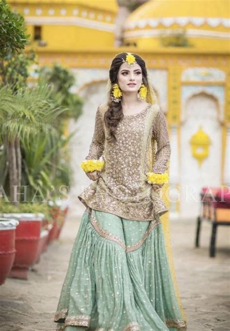 Latest Pakistani Girls Mehndi Dresses 2018 19 For Women