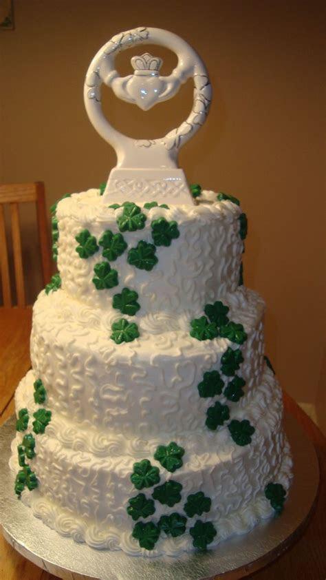 Gorgeous Irish Claddagh Wedding Cake   Wedding in 2019