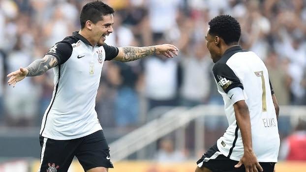 Fagner brilhou em vitória do Corinthians