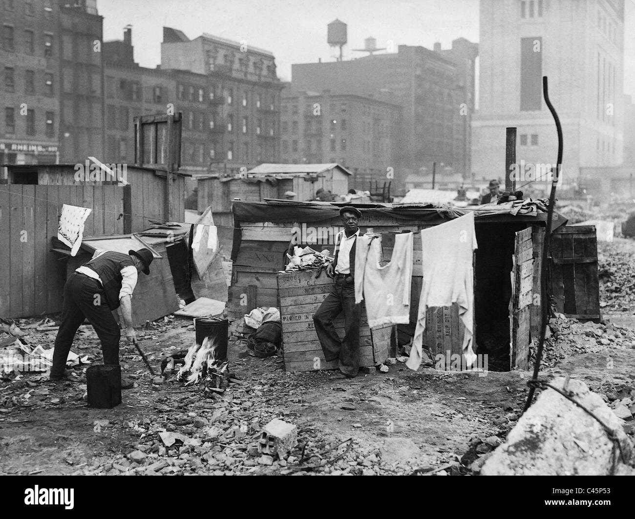 Washing place in a New York slum during the Great ...