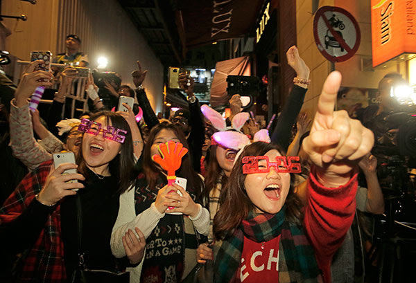 <div class='meta'><div class='origin-logo' data-origin='~ORIGIN~'></div><span class='caption-text' data-credit='AP Photo/Vincent Yu'>Revelers enjoy themselves during the New Year's Eve celebrations in Hong Kong's Lan Kwai Fong, Friday, Jan. 1, 2016.</span></div>