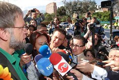 Mockus a su llegada a la Hemeroteca Nacional