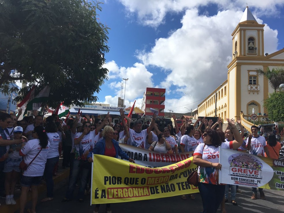 Docentes reclamam da falta de estrutura (Foto: Francisco Guerra/Tv Asa Branca )