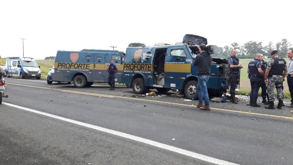 Assalto ocorreu na BR-476, em Araucária  (Foto: Carla Lima/RPC)