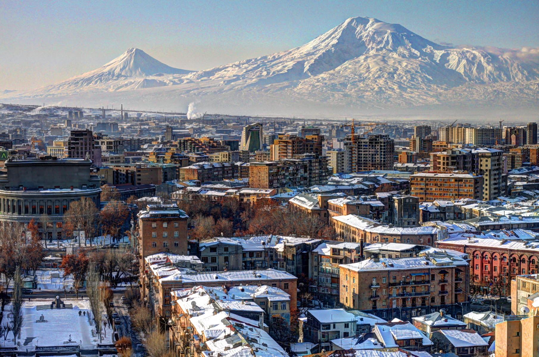 http://upload.wikimedia.org/wikipedia/commons/4/48/Yerevan_2012_February.JPG