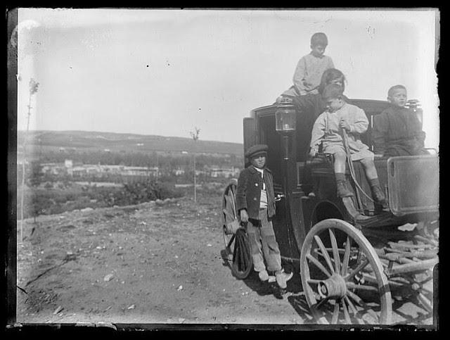 Carro subiendo a Toledo procedente de la Vega Baja a comienzos del siglo XX. Fotografía de Santiago Relanzón Almazán. Ayuntamiento de Toledo
