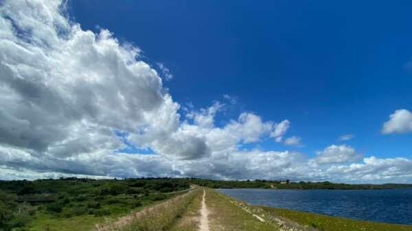 Para esta sexta (4), somente o Cariri deverá apresentar uma maior cobertura de nuvens (FOTO: Marciel Bezerra)