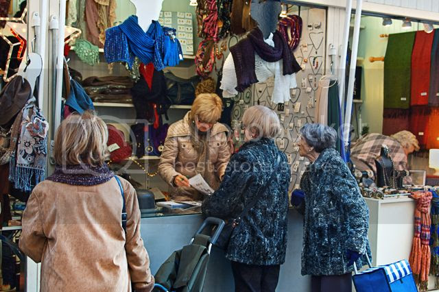 Coats, Mother and Daughter, Mercat del Ninot, Barcelona [enlarge]