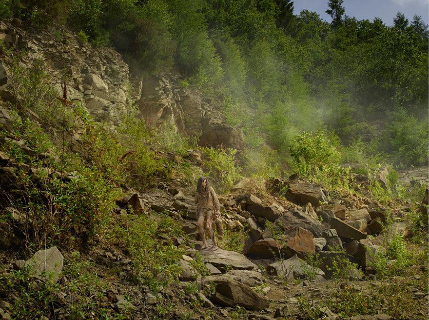 feral-children-wild-animals-photos-fullerton-batten-14