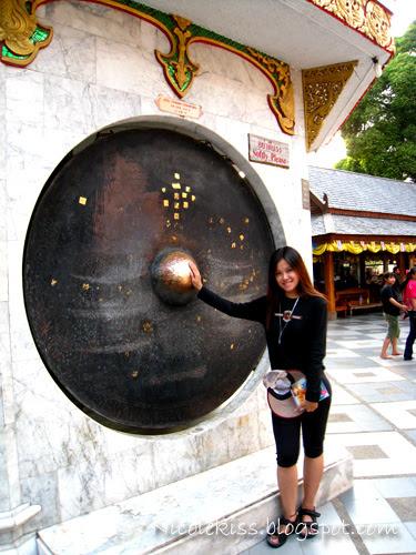 me rubbing gong