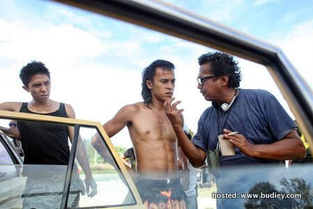 (R-L) Dain Iskandar Said with actors Zahiril Adzim & Carliff Carleel