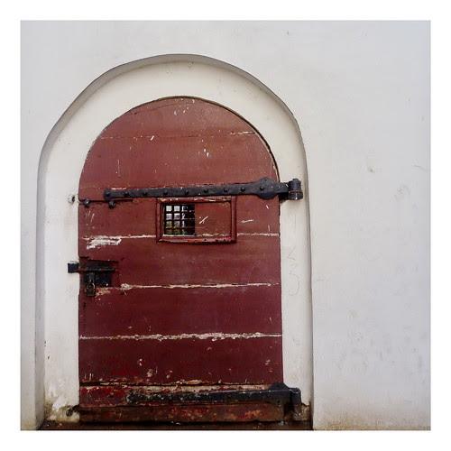 pintu maroon