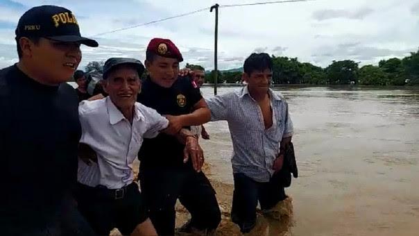 Anciano es auxiliado por personal del Ejército en Illimo.