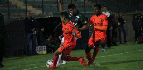 Sport e Chapecoense protagonizaram uma partida de baixo nível técnico / Rodrigo Goulart/Diário do Iguaçu