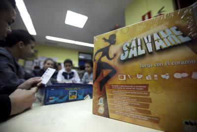 Los principales establecimientos especializados en juguetes venden el juego de 'Sálvame' por 25 euros.-REYES SEDANO