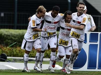 Paulista fez os três gols no segundo tempo Foto: Fernando Borges / Terra