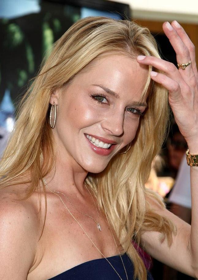 Pictures & Photos of Julie Benz - IMDb