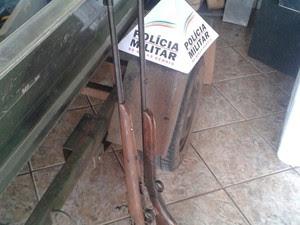 Armas apreendidas Uberlândia  (Foto: Polícia Militar / Divulgação)