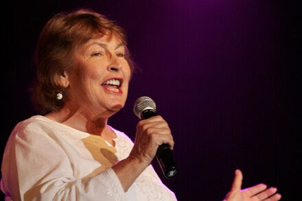TREND ESSENCE:Helen Reddy Dies at 78; Sang 'I Am Woman'