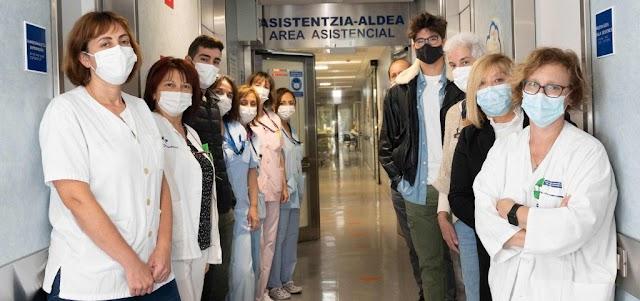 La OSI Ezkerraldea Enkarterri Cruces humaniza la unidad neonatal del Hospital con el proyecto Cosiendo con ternura