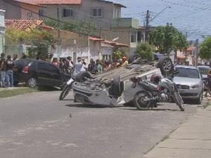 Homem morre atropelado na porta de casa após sair para comprar almoço em Fortaleza (Foto: Reprodução/TV Verdes Mares)