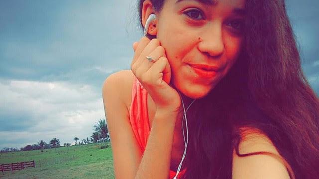 Yasmin França, de 14 anos, alertou seus amigos: 'Tem um homem aqui em casa'.