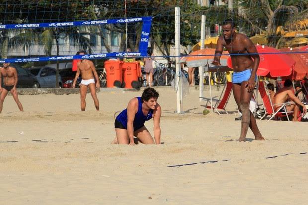 Marcelo Serrado e Fred jogam volei na praia (Foto: Wallace Barbosa / Ag. News)