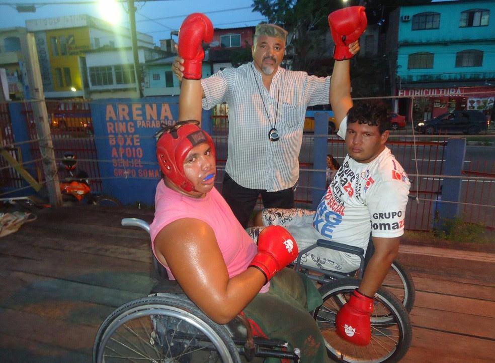 Marcley (esquerda) durante um dos treinos no projeto Ring Boxe (Foto: Divulgação/Arquivo Pessoal)