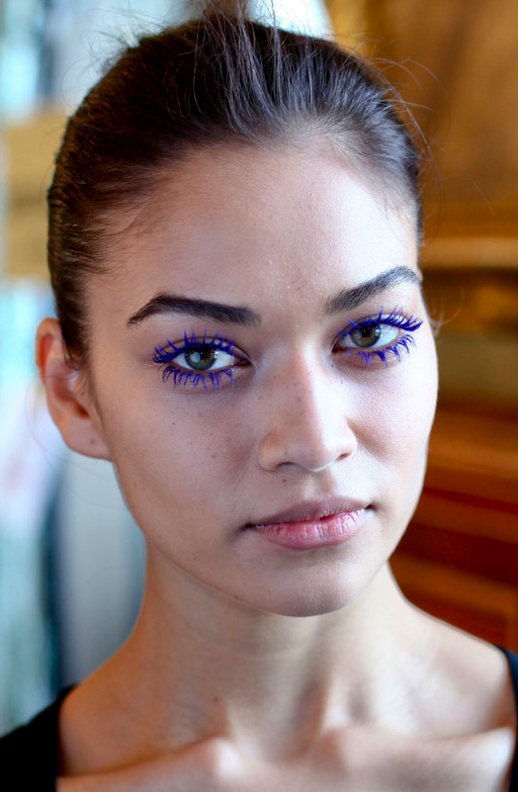 LE FASHION BLOG BEAUTY POST BACKSTAGE STELLAMCCARTNEY FW FALL WINTER 2011 BRIGHT BLUE MASCARA LASHES SHANINA SHAIK