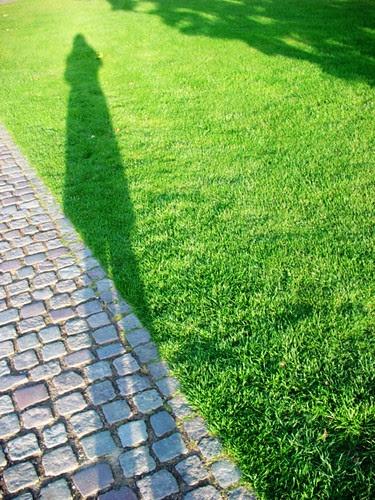 旅遊中的好友~自己的影子