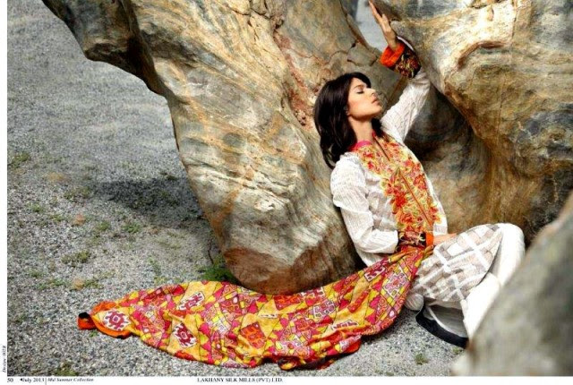 Beautiful-Cute-Girls-Models-Wear-Summer-Eid-Dress-Collection-2013-Lakhani-Silk-Mills-10
