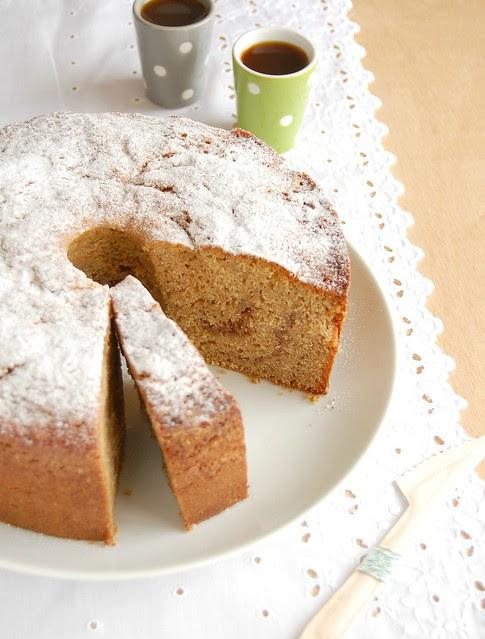 Cinnamon pound cake with macadamia spice ribbon / Bolo de canela com mesclado de macadâmia e especiarias