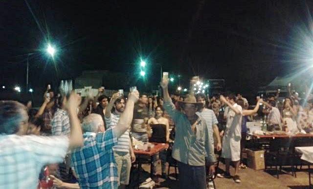 Nicolás del Caño pasó la Nochebuena con los municipales en lucha de Lavalle