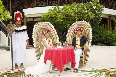 Elopement in Moorea   The Destination Wedding Blog   Jet