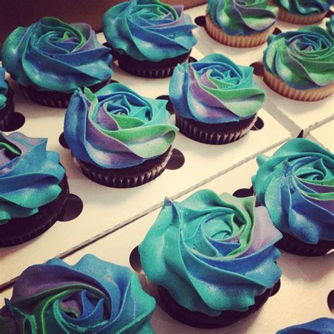 Best 25  Peacock cupcakes ideas on Pinterest   Peeps candy