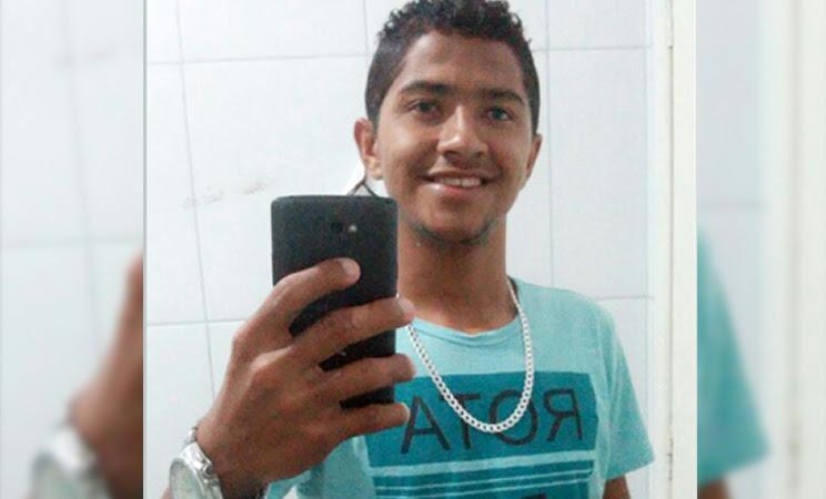 Jair Pereira Gonçalves de 20 anos foi morto com golpes de faca. (Foto: Reprodução/Facebook)