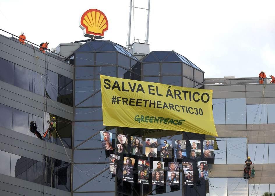Actuación de Greenpeace en Madrid
