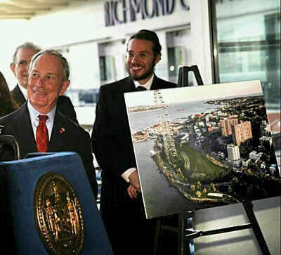 Meir Laufer with former Mayor Michael Bloomberg at a New York Wheel event
