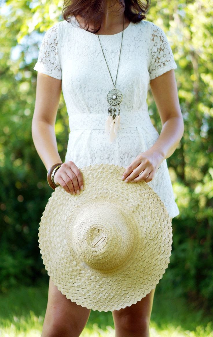WHITE LACE JUMPSUIT from apieceofmylifeloveandfashion.blogspot.fr