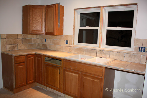 Laying counter top tiles (16 of 33).jpg