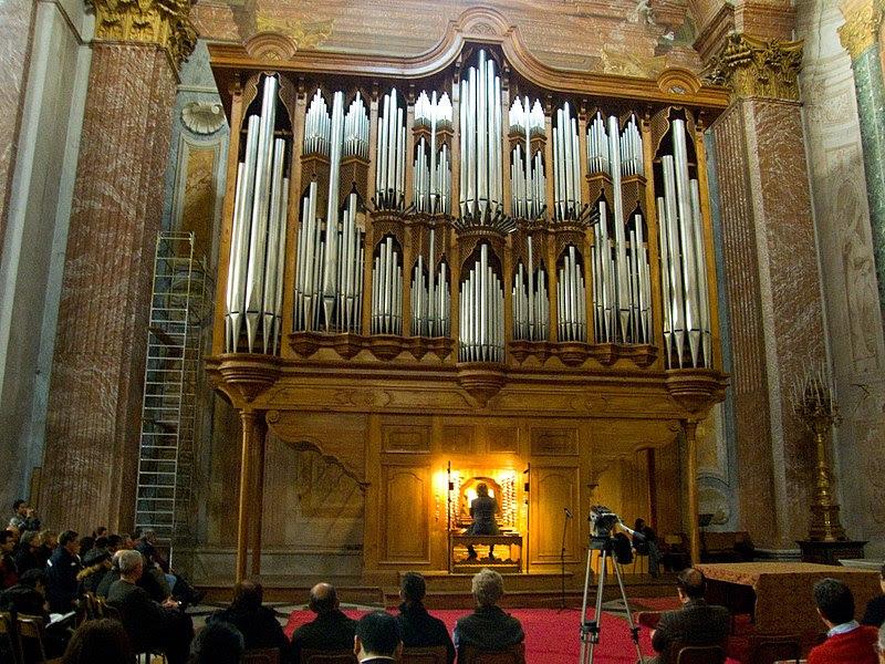 File:Organo di Santa Maria degli Angeli e dei Martiri - Roma - Concerto di Natale 2009 - 1.jpg