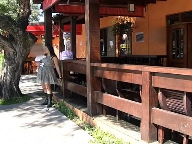 Funcionária afirma que o proprietário deve para ela R$ 4 mil (Foto: Reprodução TV TEM)