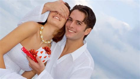 10 Romantic Wedding Anniversary Ideas For Couples   Cheap