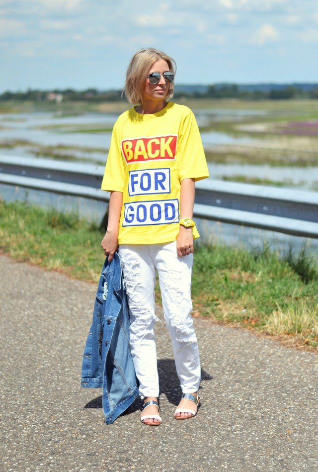 Outfit post by belgium fashion blogger turn it inside out wearing Asos destroyed denim jacket back for good t shirt mango distressed white boyfriend jeans aviator sunglasses zara statement sandals