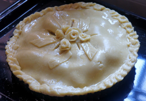 apple pie ready for oven